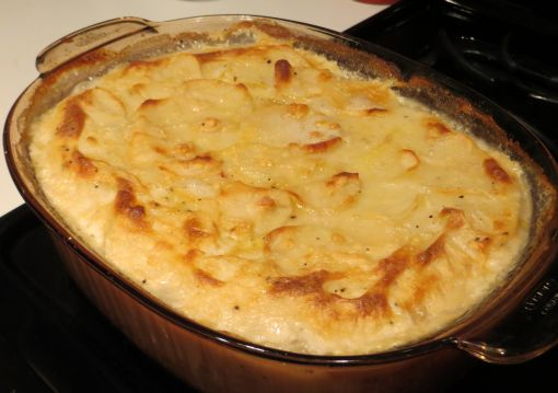https://dallysvintage.com/wp-content/uploads/2012/12/scalloped-potatoes-complete.jpg