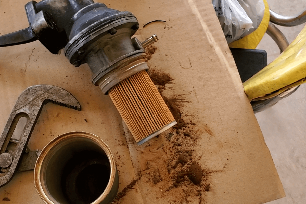 How to Remove a Fuel Filter from a Mechanical Fuel Pump