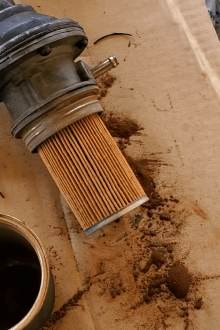 How to remove a fuel filter from fuel pump